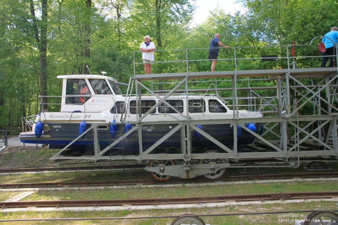 jacht River Cruiser 39 na pochylni Buczyniec